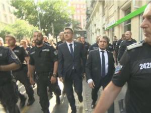 Прецедент: Кандидат - премиерът Пламен Николов бе изведен с полицейски  конвой от президенството