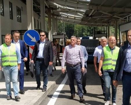 Премиерът: До края на годината може да се пуснат леки коли за Гърция през Рудозем