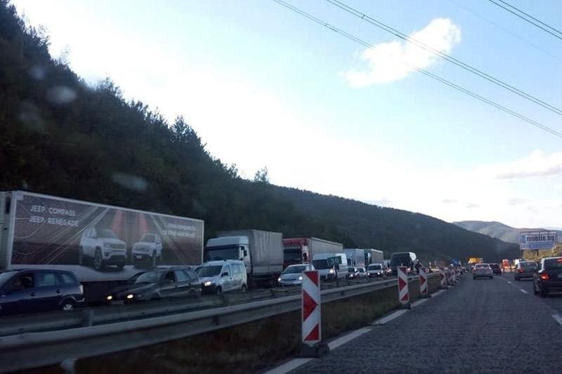 Ограничават движението към София на камиони над 12 т на АМ