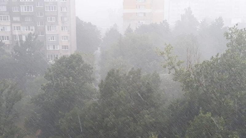 Силна буря се разрази над София