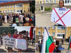 Кръстевич се вдигна на протест: Не искаме много, искаме вода!