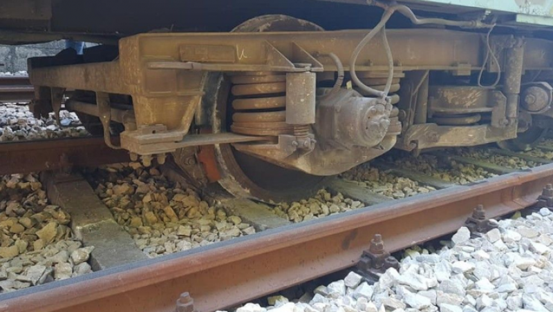 Товарен влак дерайлира край Мурсалево