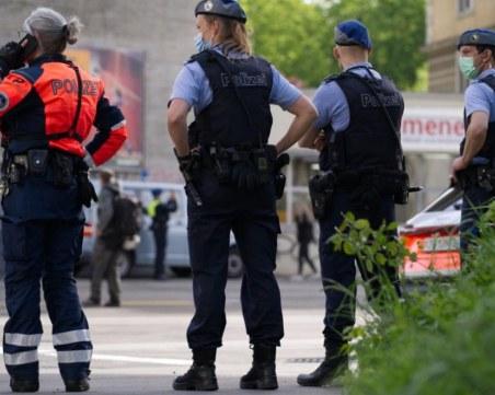 Протести в Швейцария срещу наложените ограничения, раниха полицай
