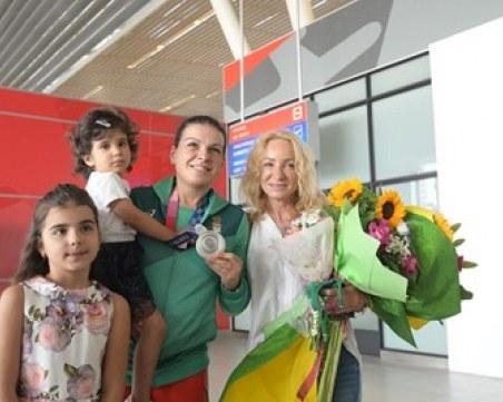 Сребърната Тони и великата Мария се прибраха в България след Токио 2020