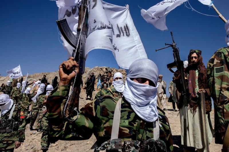 Талибаните са превзели повече от половината от Афганистан