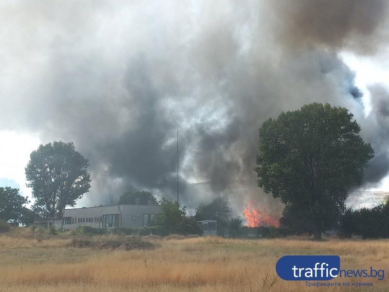 Голям пожар лумна в цех в Първенец, на метри от първите къщи