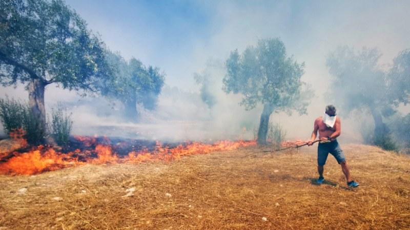 За последните 24 часа в Гърция са избухнали 60 пожара