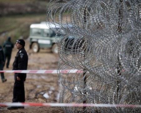 Гранични полицаи задържаха петима каналджии с 10 незаконни имигранти
