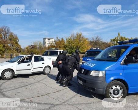 Мащабна спецакция в Бургас, претърсват автомобили на входно-изходните точни на града