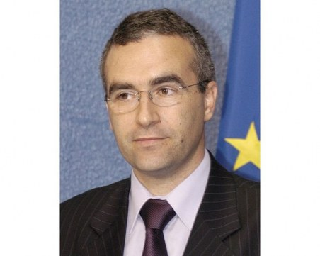 Служебният кабинет освобождава представителя ни в Брюксел