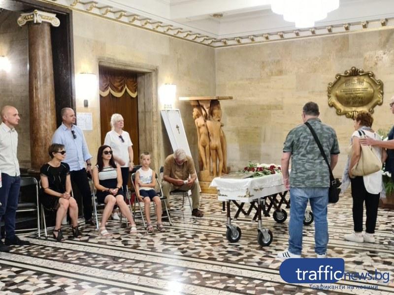 С аплодисменти и Стинг: Пловдив изпрати актьора Ники Станчев в небесния театър
