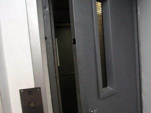 Мъж падна в асансьорна шахта на новострояща се сграда в Пловдив, пострадал е тежко