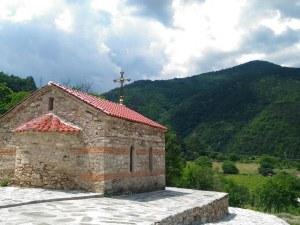 Обновиха параклисите край Бачковския манастир, паркоместата са три пъти повече
