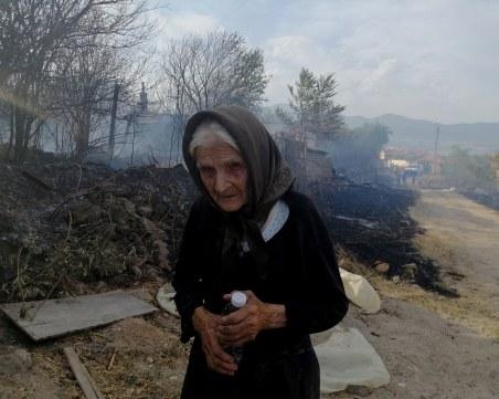 Смелостта на 90-годишната баба Мария я превърна в герой след пожара в Старосел