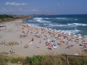 Разследват смъртта на възрастен мъж, открит на плажа в Царево