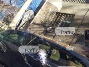 Вендета край Хисаря! Трима потрошиха колата на мъж, разбиха врата на къща