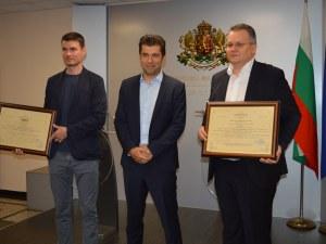 Връчиха инвестиционни сертификати за компания за нанокосмически технологии и електромобили