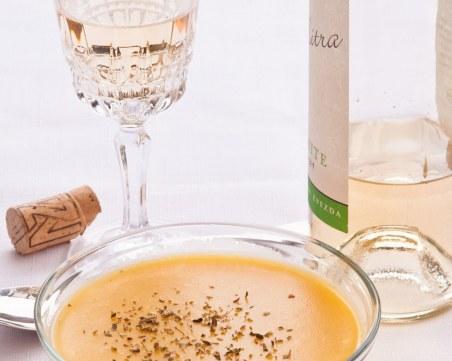 Ароматна крем супа с бяло вино и риган
