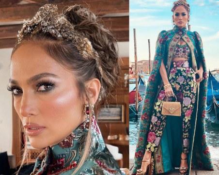 Дженифър Лопес сияе на модното шоу на Dolce & Gabbana във Венеция
