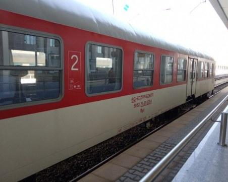 Горя вагон на пътнически влак в Перник