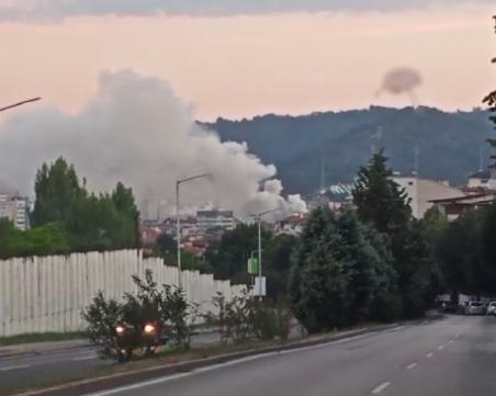 Пожар избухна в Благоевград, гори емблематична сграда