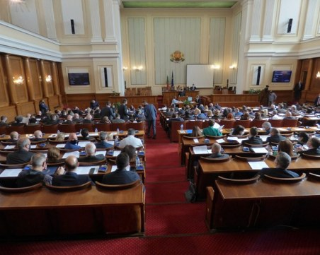 Предложения в последния момент напомпаха бюджета с още поне 1 млрд. лева