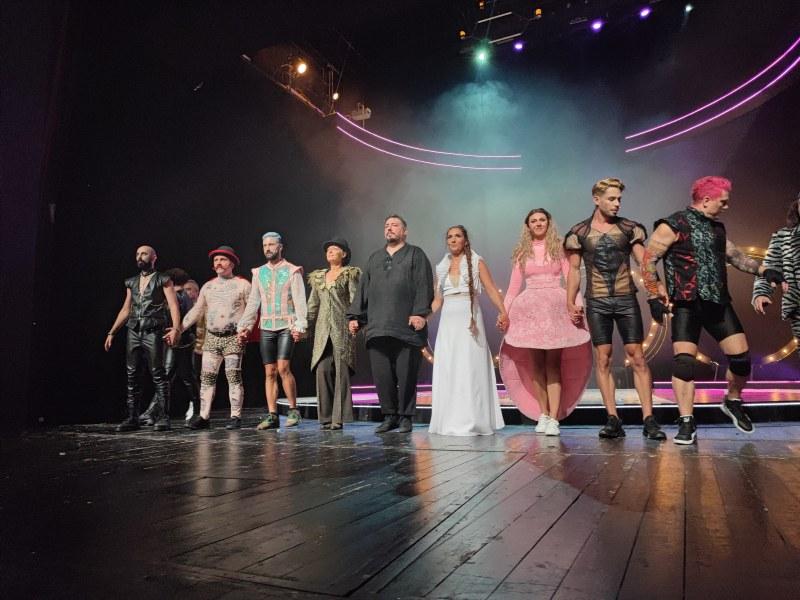 """Да живее фестивалът: """"Сцена на кръстопът"""" започна със зрелищен спектакъл на Пловдивския театър"""