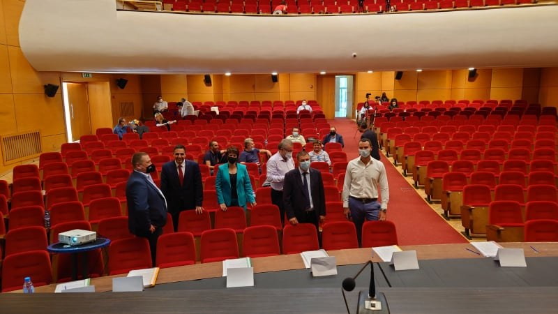 """Болшинството от пловдивските съветници """"избягаха"""" от сесията след почивката, липса на кворум я провали"""