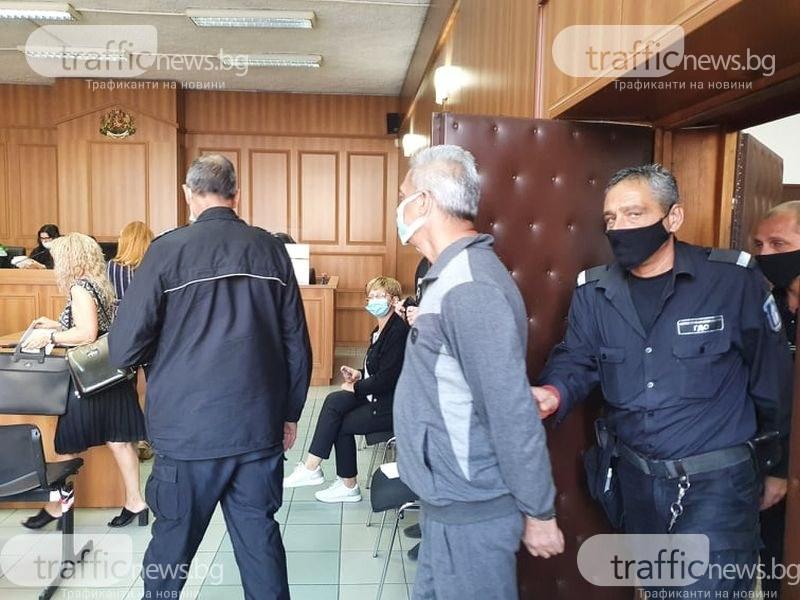 Кой следи болните с COVID в махалите? Жена, контактна на заразени, нахлу в съда в Пловдив