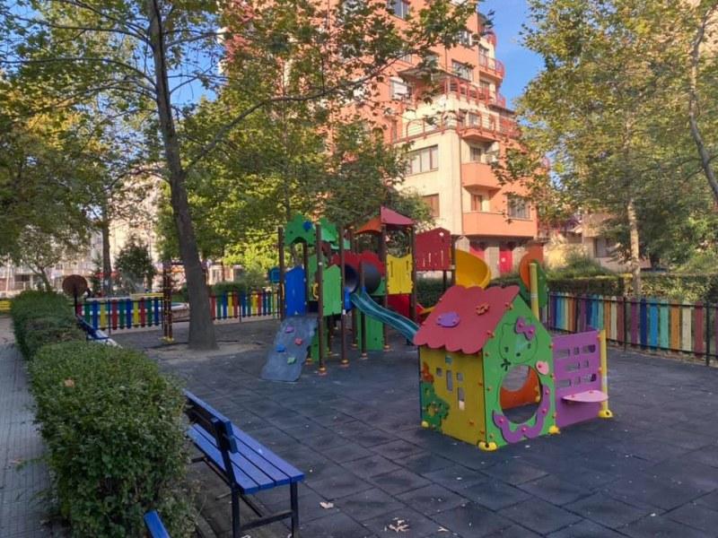 """Обновена детска площадка ще радва малчуганите в """"Северен"""