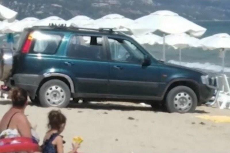 Пияният мъж, газил през хавлиите на плажа, не е директор, а учител