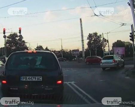 На косъм от меле в Пловдив: Камикадзе мина на чисто червено на възлово кръстовище