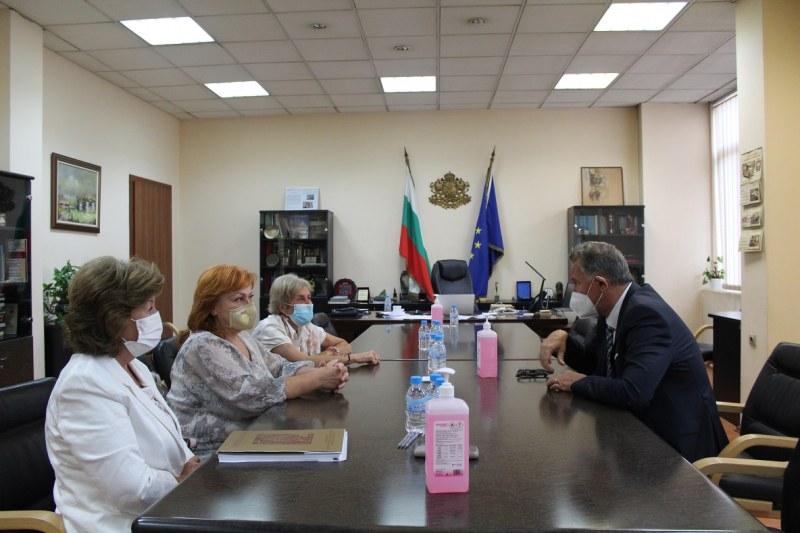Министър Кацаров: Имаме огромен проблем с недостига на професионалисти по здравни грижи и това трябва да се промени