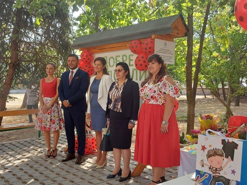 """С 25 повече първокласници посрещат училищата в община """"Родопи"""