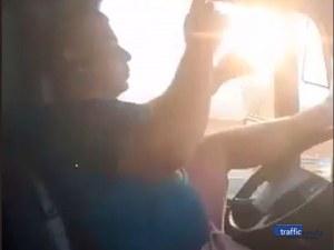 Абсурд по пловдивските пътища: Шофьор на цистерна кара без ръце и с вдигнати крака, мята кючеци в движение