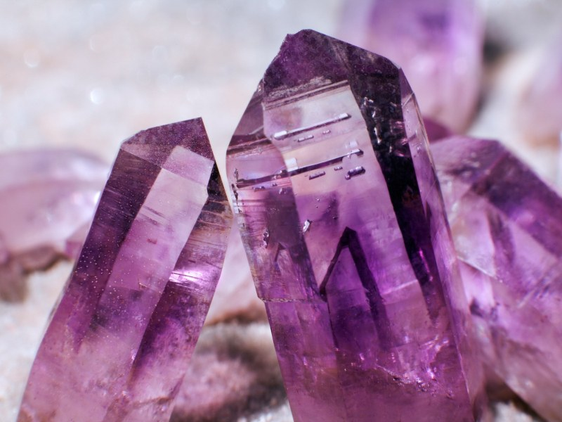 Скритите послания: Кои са камъните на късмета