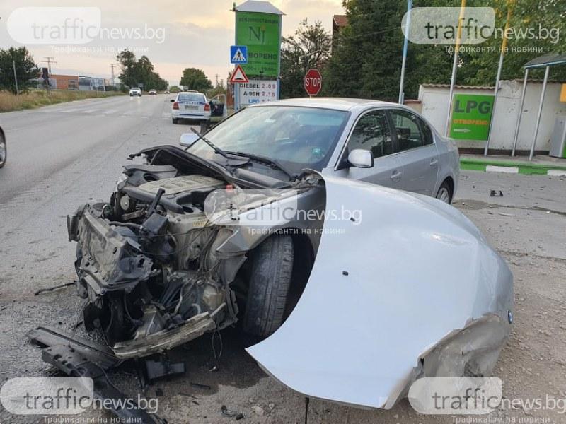 Тежка катастрофа край Пловдив – две коли се помляха на бензиностанция, има пострадали
