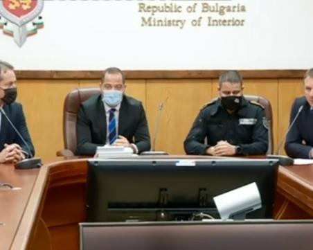 Разбиха масивна група за трафик на мигранти през България, струвало до 10 000 евро за човек