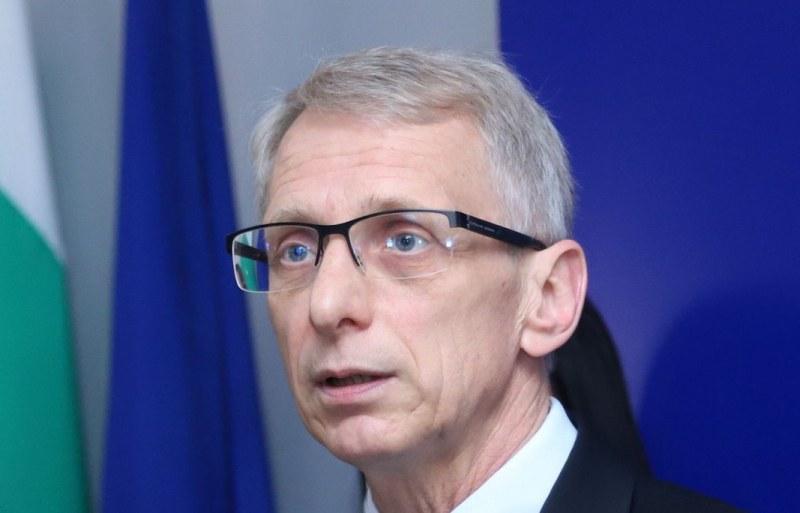 Министър Денков: Деца загубиха живота си от коронавирус, и тази статистика я има