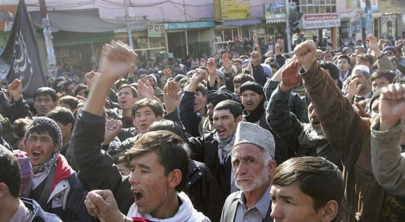 Талибаните пускат в гимназиите само момчета и учители мъже