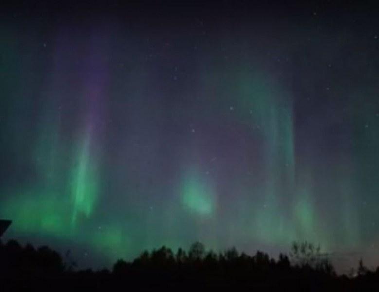 Вижте удивителното Северно сияние над Мурманск