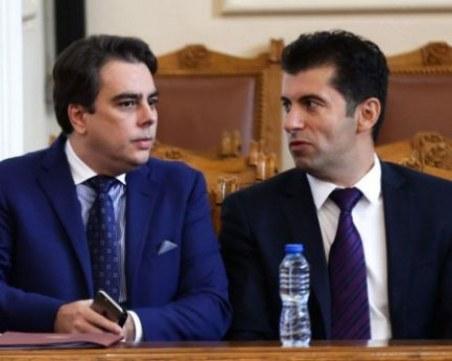 Петков и Василев подписват с