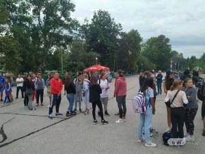 """Клубовете на протест за басейн """"Младост"""", Община Пловдив ги увещава, че търси финансиране"""