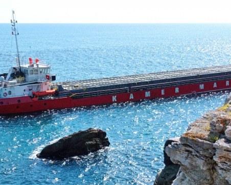 Водолазна група ще направи оглед на заседналия кораб край Камен бряг