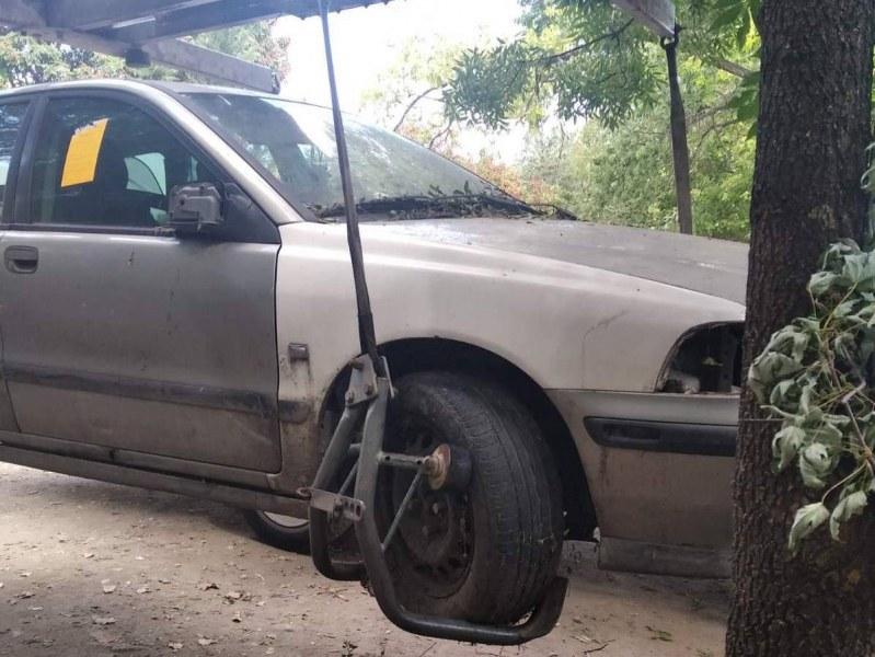 """Премахват стари автомобили в """"Западен"""