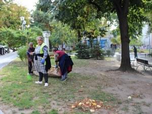 "Чистят площад ""22 септември"