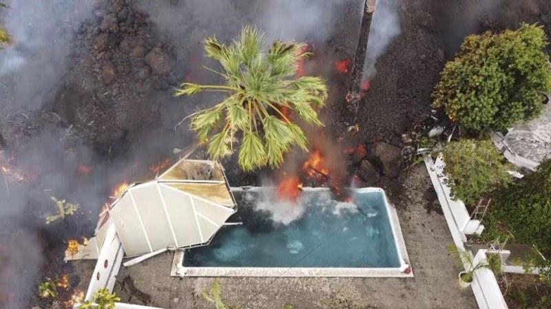 Вулканът на Канарските острови: Масова евакуация преди лавата да достигне океана