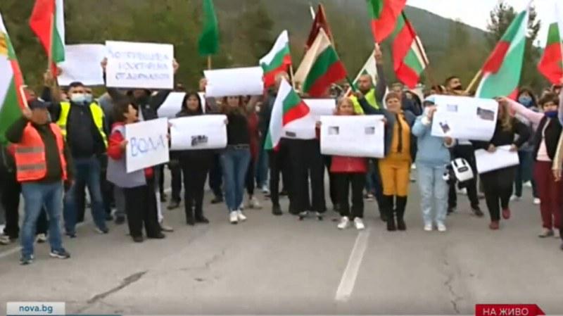 Блокада и на Подбалканския път! Копривщица се вдигна на протест