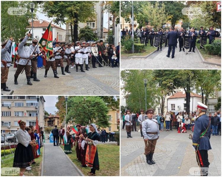 """Гръм от пушки и """"Да живее свободна и независима България"""" отекнаха в центъра на Пловдив"""