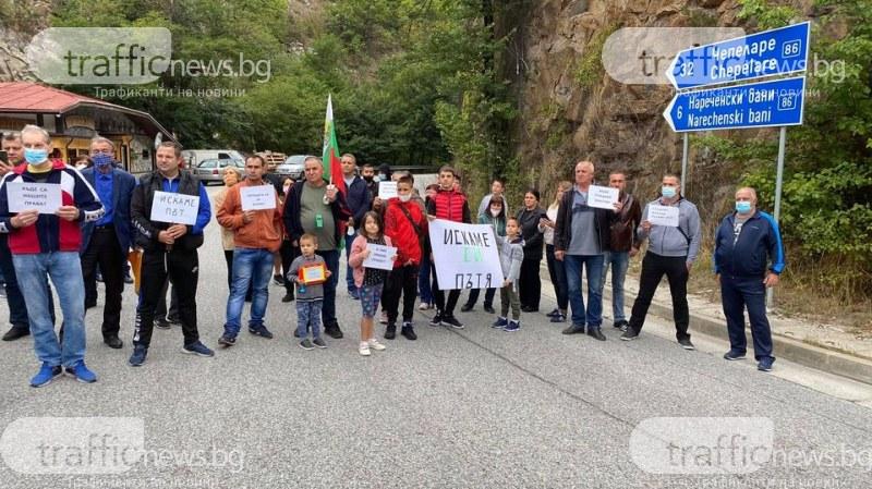 Протест блокира пътя Асеновград-Смолян! Жители на Загражден заплашват да бойкотират изборите